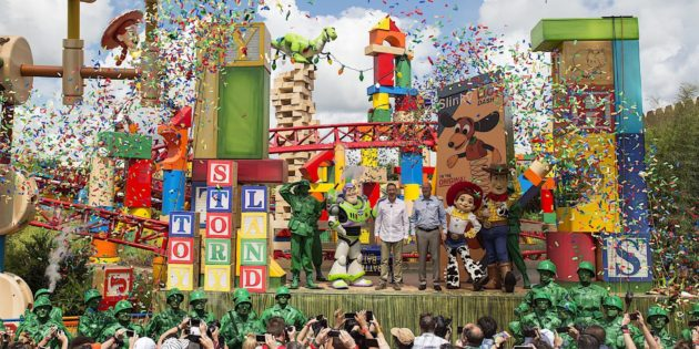 Toy Story Land Opens